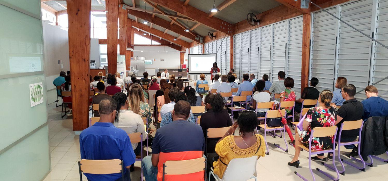 Une assemblée attentive pendant le séminaire sur le climat scolaire