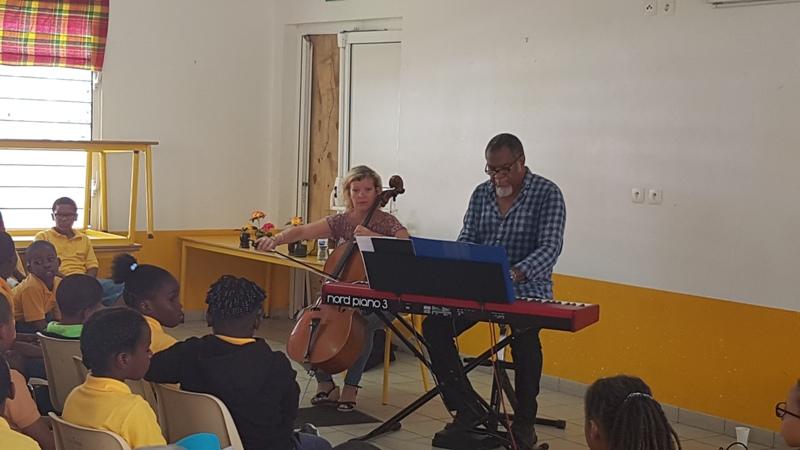 Du piano- violoncelle à l'école élémentaire Clair Saint-Maximin