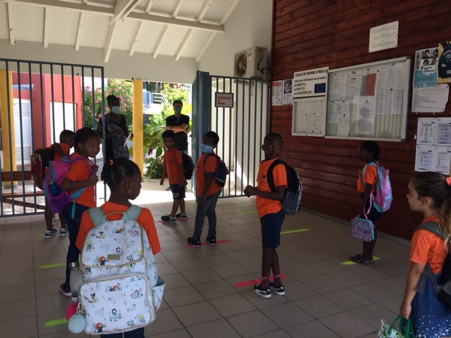 Rentrée des élèves à l'école Marie-Antoinette Richards
