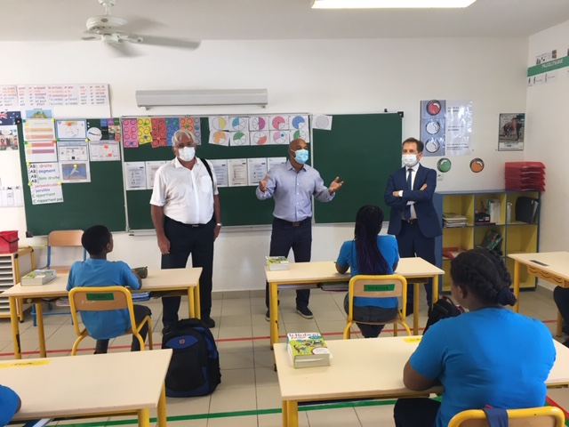 École MA Richards avec le président d ela COM de Saint-Martin, le vice-recteur et l'IEN