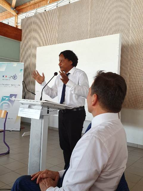 Le débat animé par un journaliste, Karim ROSAZ du journal Le Pélican