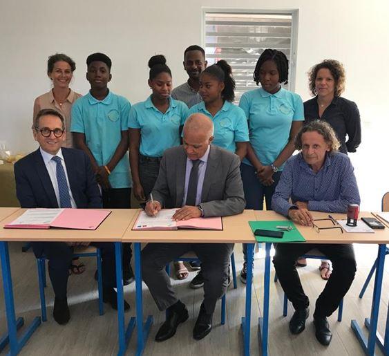 Signature par M. le Recteur des conventions de partenariat avec l'ESSEC et Sciences Po Lille