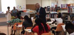 Etudiants au travail sous les regards de M. le Recteur et de Mme la Proviseure
